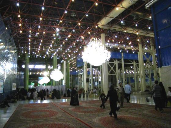 ضريح مفجر الثورة الإسلآمية الإيرآنية  Chomeini_mausoleum_2008_innenbereich_bildergalerie02