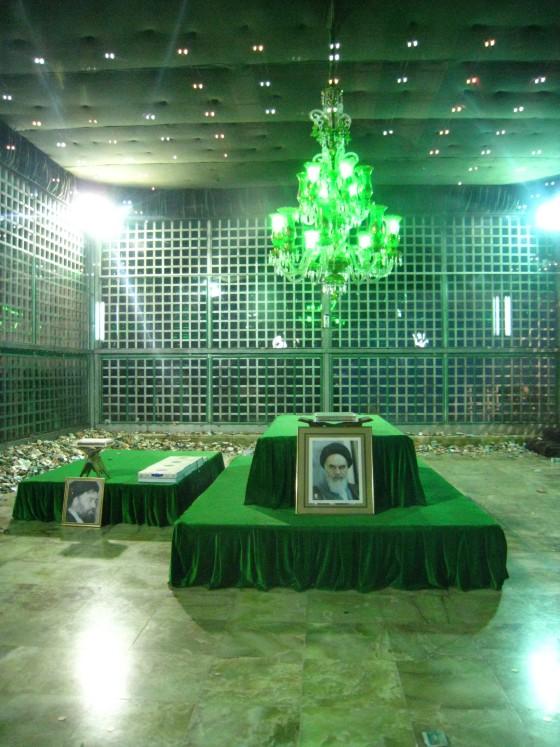 ضريح مفجر الثورة الإسلآمية الإيرآنية  Chomeini_mausoleum_2008_innenbereich_bildergalerie10