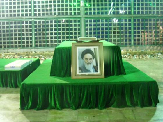ضريح مفجر الثورة الإسلآمية الإيرآنية  Chomeini_mausoleum_2008_innenbereich_bildergalerie11